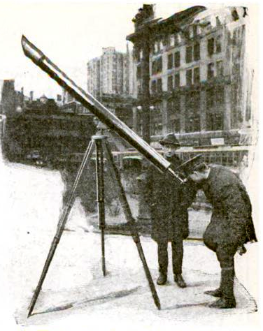Telescope_on_street_corner_sidewalk_new_york