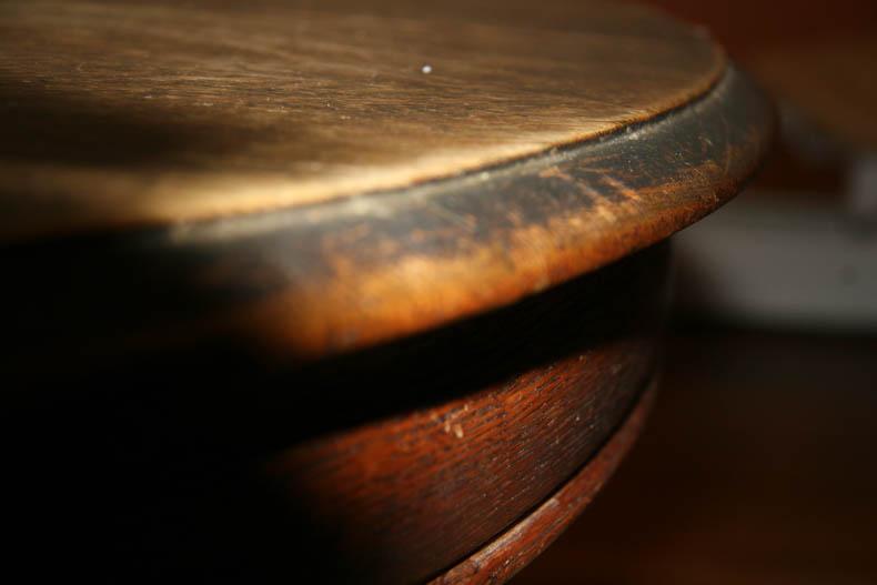 edge of oak table